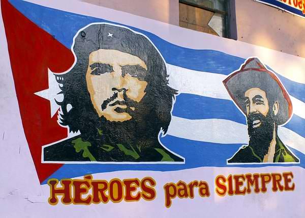 che-camilo-bandera-cubana-foto-abelrojas
