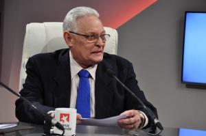 Rodolfo Alarcón, Ministro del MES en Cuba.