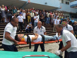 El SIUM brinda demostración sobre atención a lesionados.