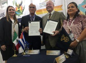 Universidad de Camagüey en la firma de un convenio con la Universidad de Sinaloa, México.